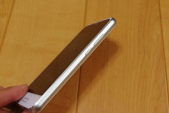 AQUOS R compactの厚み